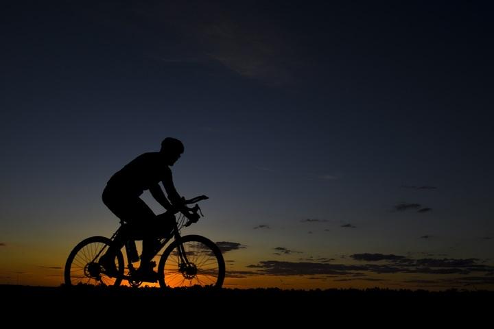 Mountain-biker-at-dusk