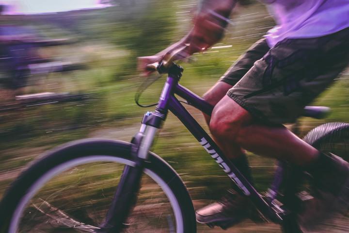 mountain-biking-at-speed