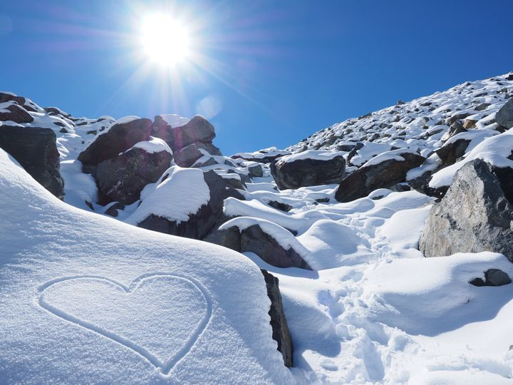 hiking-in-snow