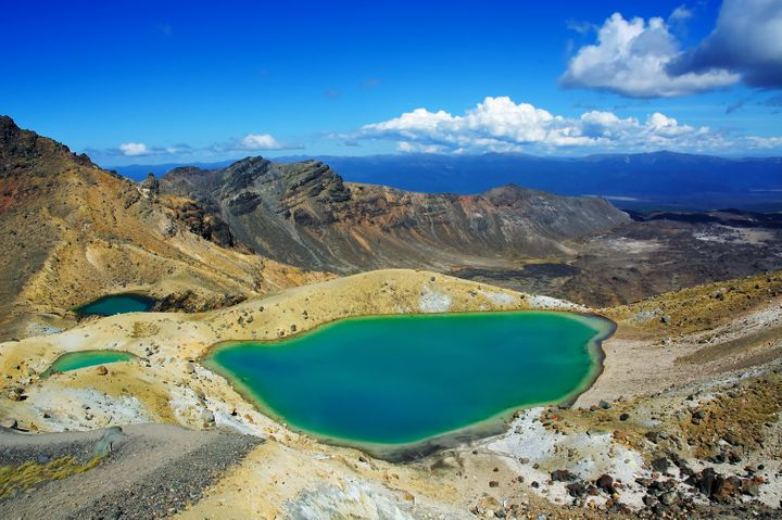 Discover the wonders of the iconic Emerald and Blue Lakes in Tongariro